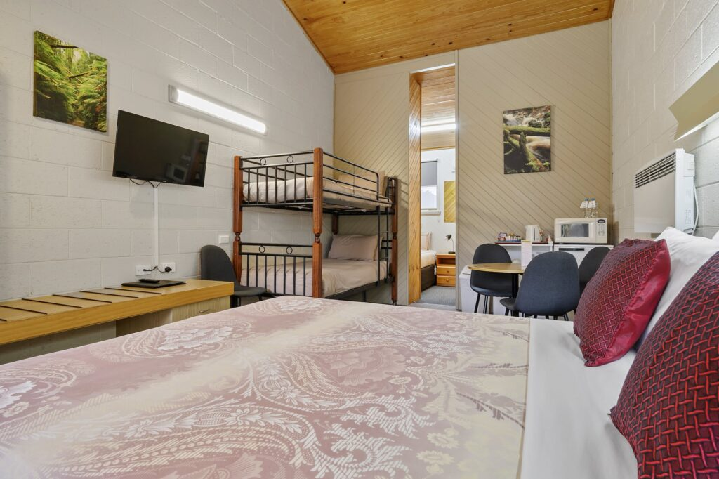1 Queen 3 Singles - Tasmania Queenstown Accommodation - Gold Rush Inn