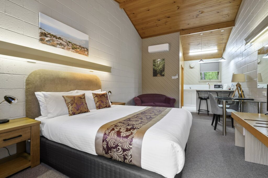 1 Queen - Tasmania Queenstown Accommodation - Gold Rush Inn